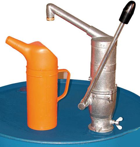 Handpumpe mit Auslauf und Mundstück